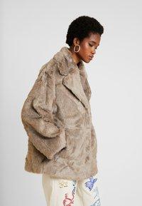 Weekday - TABITHA FAUX - Zimní bunda - grey - 0