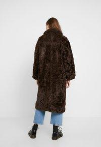 Weekday - CAMILLE COAT - Zimní kabát - dark brown - 2