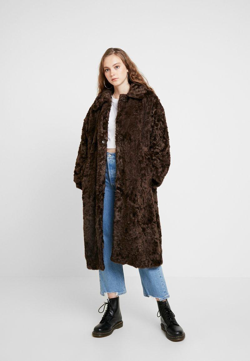Weekday - CAMILLE COAT - Zimní kabát - dark brown