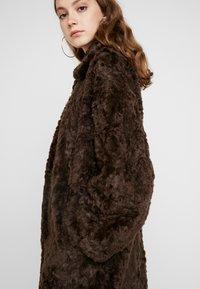 Weekday - CAMILLE COAT - Zimní kabát - dark brown - 5