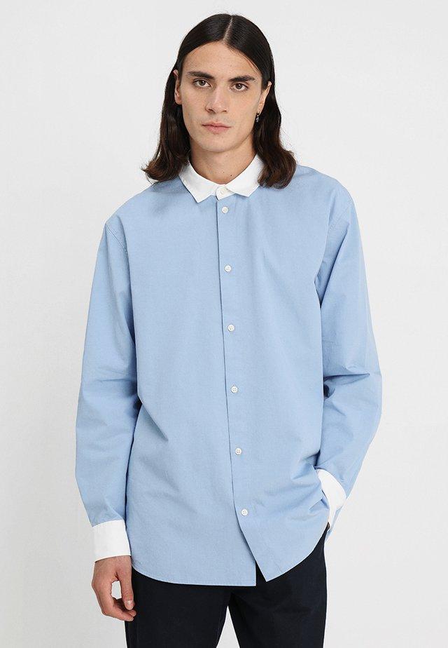 STAN SHIRT - Skjorte - light blue