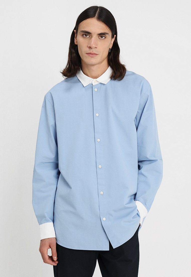 Weekday - STAN SHIRT - Camisa - light blue