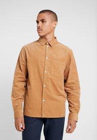 Weekday - WISE - Skjorte - beige - 0