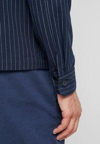 Weekday - AHMED PINSTRIPE ZIP  - Camicia - dark blue - 3