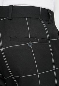 Weekday - CHECKED TROUSERS - Kalhoty - black/white - 5