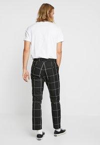 Weekday - CHECKED TROUSERS - Kalhoty - black/white - 2