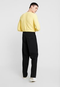 Weekday - CONRAD TROUSERS - Tygbyxor - black - 2
