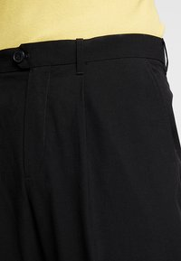 Weekday - CONRAD TROUSERS - Tygbyxor - black - 5
