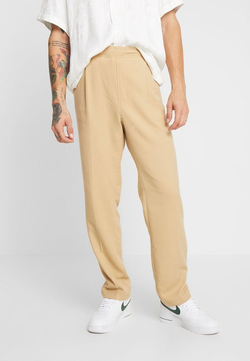 Weekday - ISMAIL TROUSERS - Stoffhose - beige