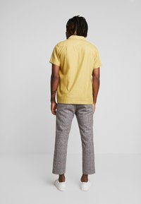 Weekday - CHARLIE CHECK TROUSER - Stoffhose - beige - 2