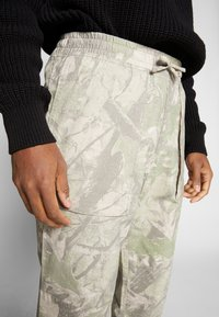 Weekday - NOAH WORKER TROUSERS - Kalhoty - multicoloured - 5