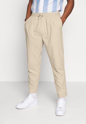 THRILLER - Pantalones - beige