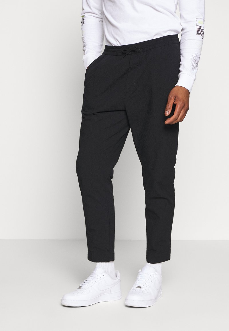 Weekday - THRILLER - Kalhoty - black