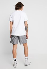 Weekday - PILLAR STRIPED - Shorts - grey melange/white - 2