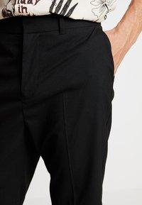 Weekday - NIKLAS SUIT - Shorts - black - 4