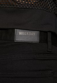 Weekday - CONE  - Jeansy Zwężane - stay black - 5