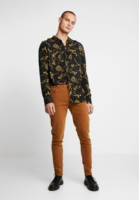 Weekday - CONE CANION - Jeans slim fit - brown - 1
