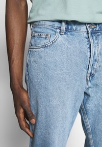 Weekday - BARREL PEN - Relaxed fit jeans - blue - 5
