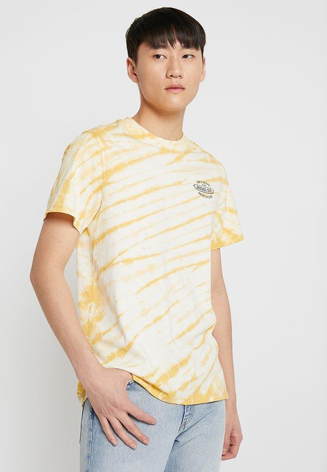 BOB DYE SAUSAGE - T-shirts med print - yellow