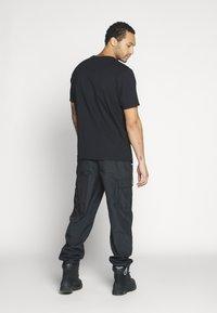 Weekday - FRANK - Basic T-shirt - black - 2