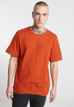 JAMIE SLUB - Basic T-shirt - rust