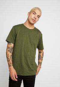 Weekday - FRANK - Basic T-shirt - dark green - 0