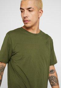 Weekday - FRANK - Basic T-shirt - dark green - 4