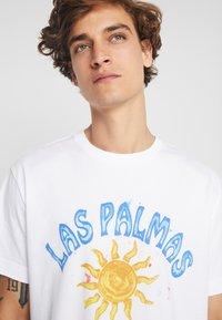 Weekday - BILLY LAS PALMAS - Print T-shirt - white - 4