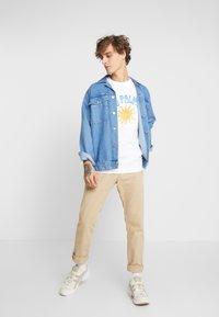 Weekday - BILLY LAS PALMAS - Print T-shirt - white - 1