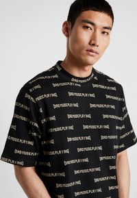 Weekday - LEN SAD LINES - T-Shirt print - black - 5