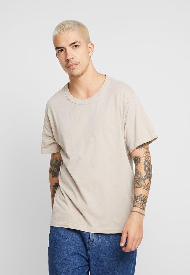 LEE X WEEKDAY GARMENT DYED - T-Shirt basic - beige