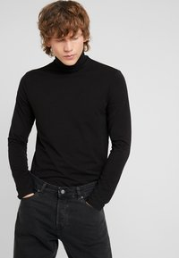 Weekday - TED TURTLENECK LONG SLEEVE - Maglietta a manica lunga - black - 0