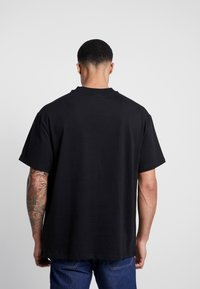 Weekday - GREAT THROWING STAR  - T-shirt imprimé - black placement - 2