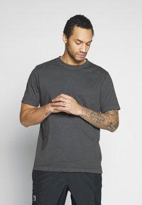 Weekday - FRANK - T-shirt basic - black - 0