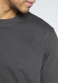 Weekday - FRANK - T-shirt basic - black - 5