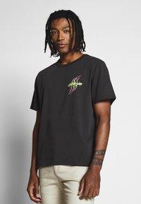Weekday - TOMMIE DEMETRIC - Print T-shirt - black - 0