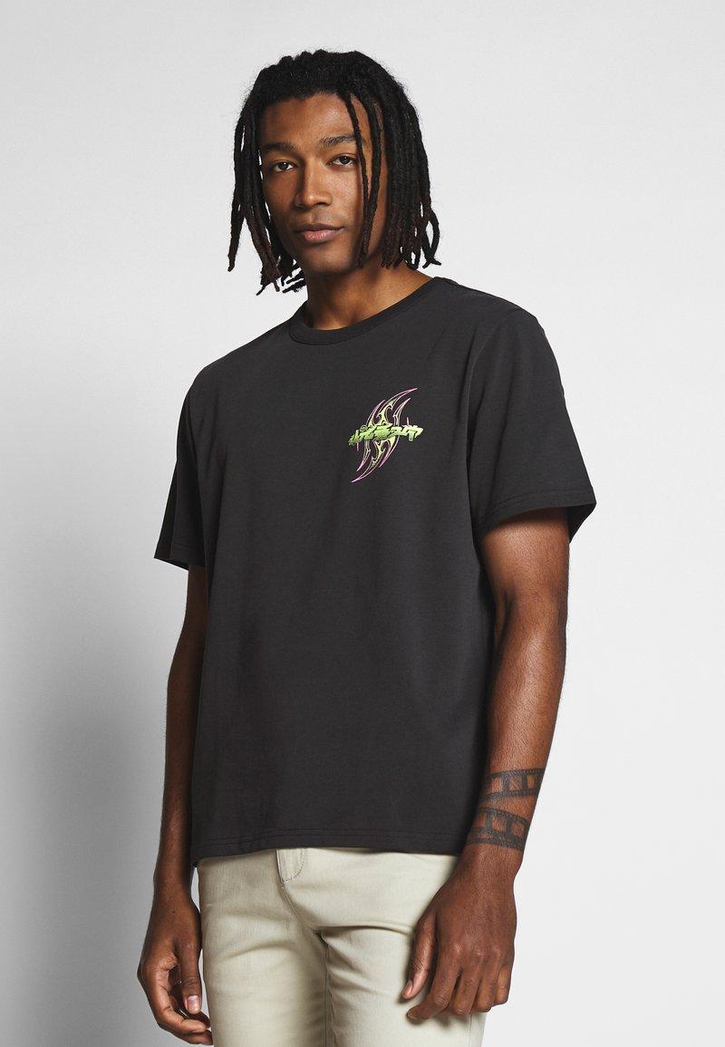 Weekday - TOMMIE DEMETRIC - Print T-shirt - black