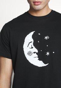 Weekday - BILLY HEY MOON - T-shirt med print - black - 5