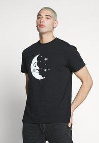 Weekday - BILLY HEY MOON - T-shirt med print - black - 0