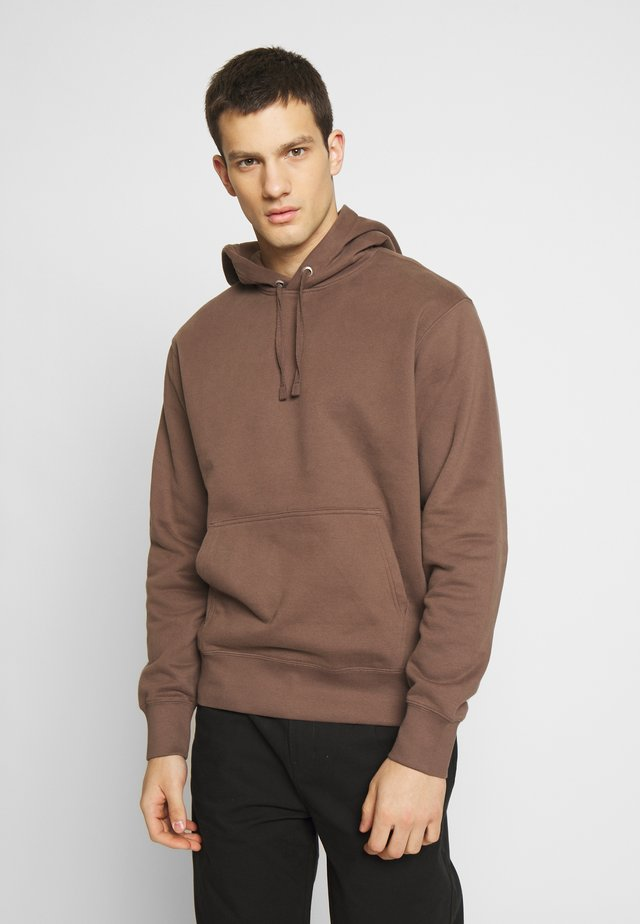 HELMER HOODIE - Jersey con capucha - brown