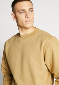 Weekday - ALBIN  - Sweatshirt - dark sand - 4