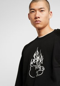Weekday - ROMANO BURNING PIG  - Sweatshirt - black - 4