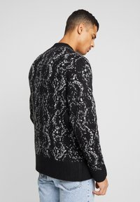 Weekday - ROMEO PYTHON SWEATER - Svetr - black - 2