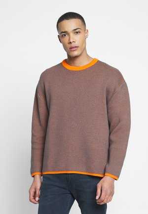 HARRIS SWEATER - Svetr - orange/green