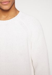 Weekday - STERLING SWEATER - Strickpullover - white - 4