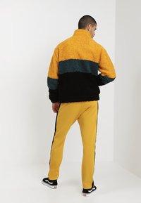 Weekday - TOD PILE JACKET - Korte jassen - yellow/petrol/black - 2