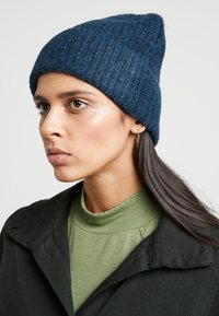 Weekday - SNOW BEANIE - Mössa - dark blue - 1