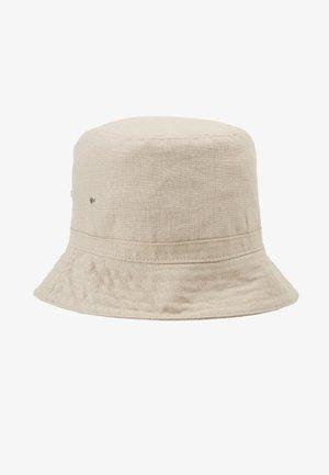 LATITUDE BUCKET HAT - Hat - beige
