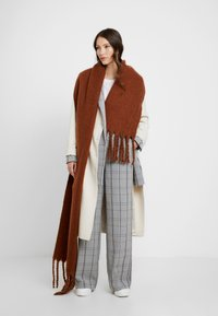 Weekday - MIND SCARF - Sjal - brown reddish - 0
