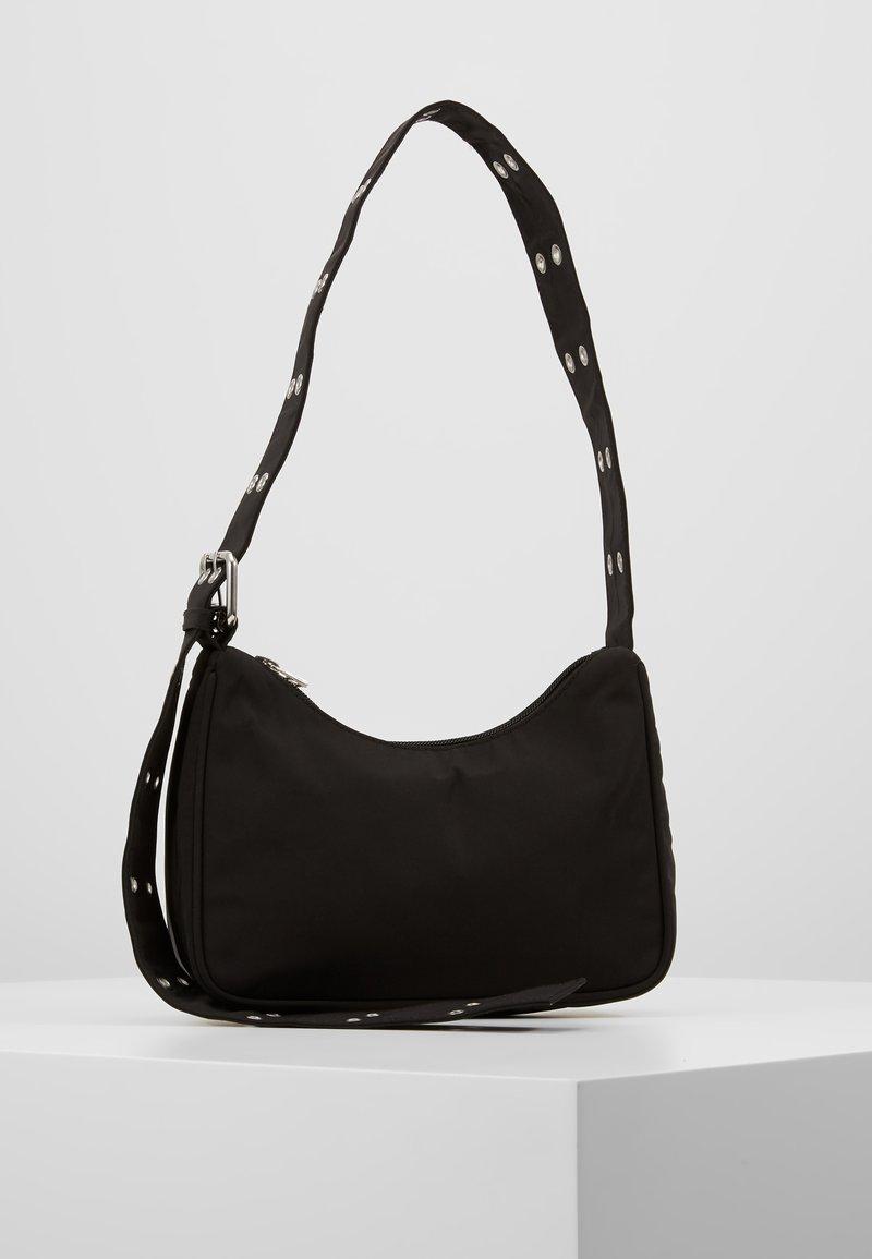 Weekday - SPACE HANDBAG - Håndtasker - black